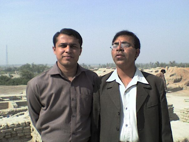 Tariq with Farooque Abro at Moen-Jo-Daro, Larkana