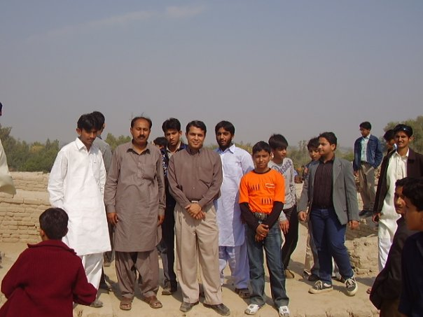 Tariq with students at Moen-Jo-Daro, Larkana